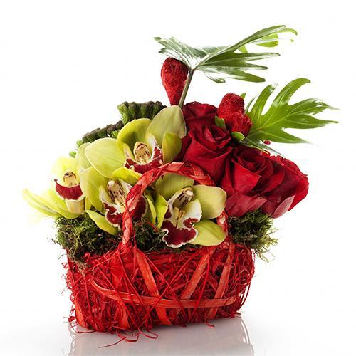 Cesto Premium com Orquídeas e Rosas Encarnadas