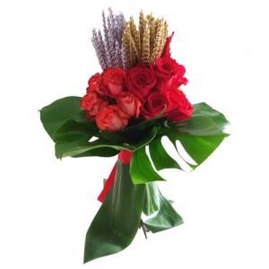 Bouquet de Rosas Encarnadas com Espigas