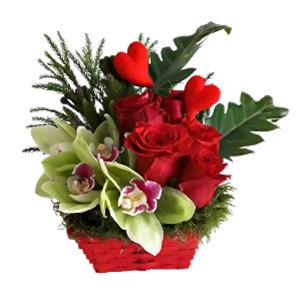 Cesto com Orquídeas e Rosas Encarnadas